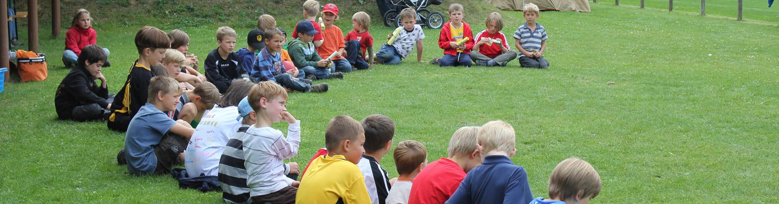 Kinder beim Abschlussfest der Kleinfeld-Jugend