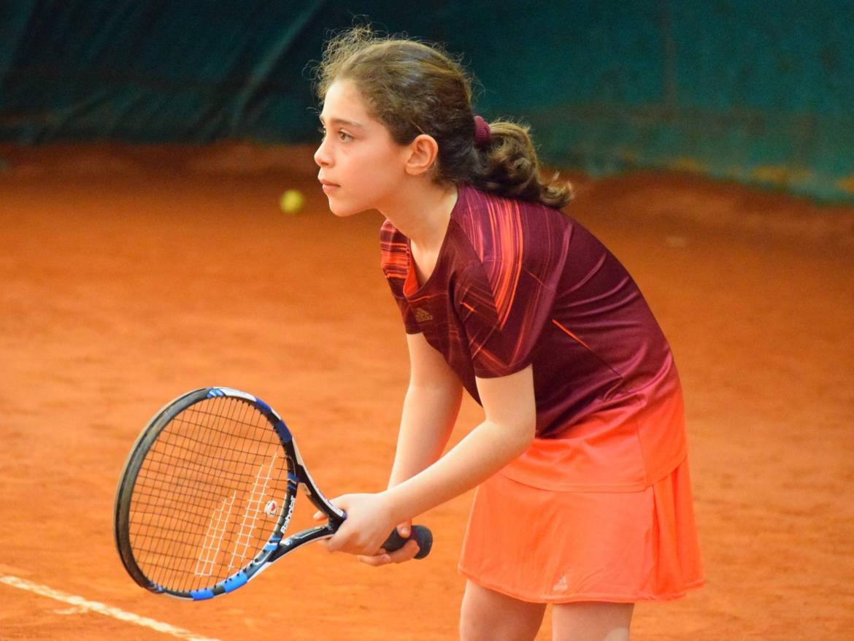 Tennis Jugend TSV Rottenbauer Mädchen spielt Tennis